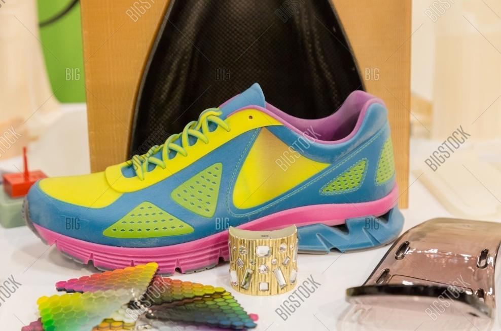 Ilustrační fotografie sportovní boty vyrobené technologií 3D tisku