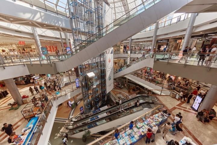 V nákupním středisku mohou být téměř v každou dobu tisíce lidí. Co se stane v případě, kdyby bylo nutné tento komplex evakuovat, lze vizualizovat prostřednictvím softwaru pro kontrolu davu od společnosti Siemens.