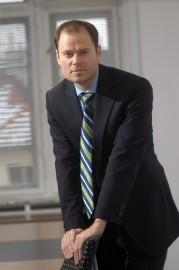 Radek Špicar, M.Phil. je absolventem Univerzity Karlovy a University of Cambridge. Je bývalým náměstkem místopředsedy vlády pro ekonomiku Martina Jahna. Do roku 2011 pracoval jako ředitel vnějších vztahů ŠkodaAuto, odkud odešel do funkce ředitele české pobočky amerického think tanku Aspen Institute. Působí rovněž ve funkci viceprezidenta Svazu průmyslu a dopravy pro hospodářskou politiku. Přednáší na Institutu ekonomických studií FSV UK a Diplomatické akademii MZV. Je členem Corporate Council nadace Forum 2000 a správní rady Vysoké školy umělecko–průmyslové.