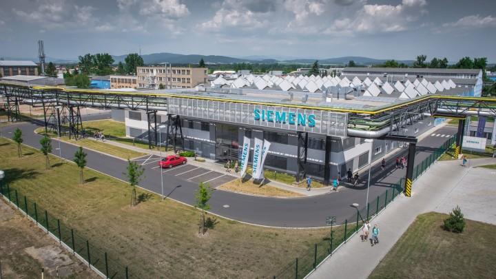 Mohelnický závod Siemens Elektromotory zabírá plochu třiceti hektarů. Vloni zde vyrobili více než milion elektromotorů.