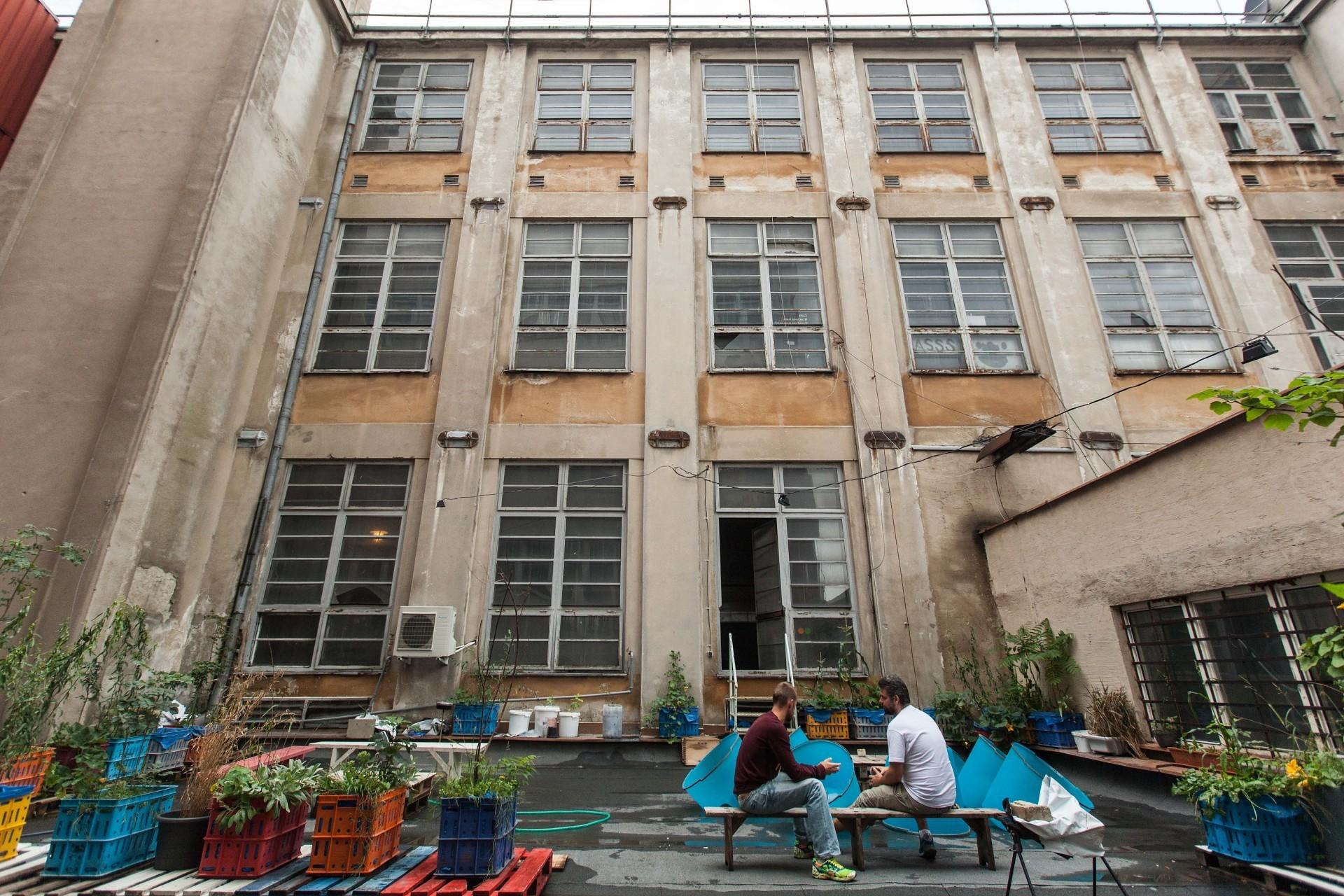 Ambiciózní projekt Gallerie Cvernovka chtěl prostorám bývalé cvernové továrny vdechnout život.