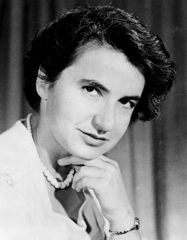 Rosalind Franklinová (1920–1958) zemřela dříve, než se o její nominaci na Nobelovu cenu začalo uvažovat